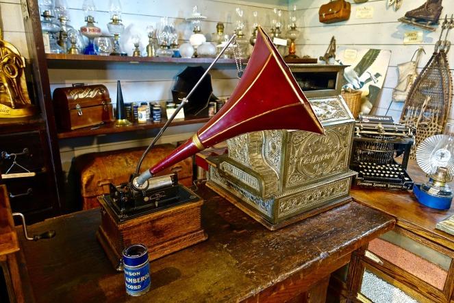phonograph-1679824_1920